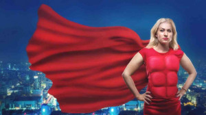 Superfrau, roter Anzug mit Sixpack, Cape, große Pose