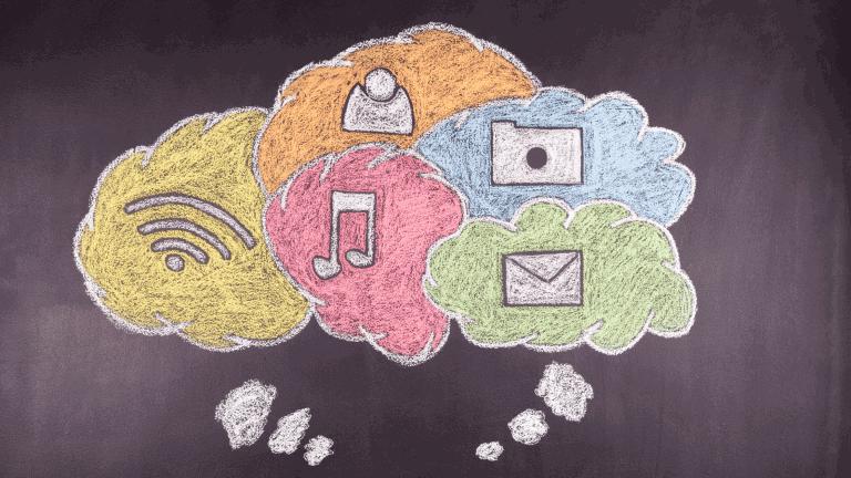 Azubi Symbolbild Social-Media, Kreisezeichnung Denkblasen mit verschiedenen Kommunikationszeichen wie Wlan, Brief, Musiknote