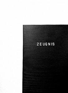Weiße Schrift auf schwarzem Letterboard, ZEUNIS