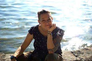 Jessica-Reiner See im Hintergrund, sonnig
